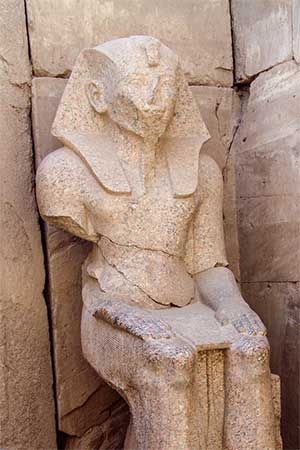 Statue des Thutmosis III. in Karnak | Foto: Sabrina | Reiner | CC BY-SA